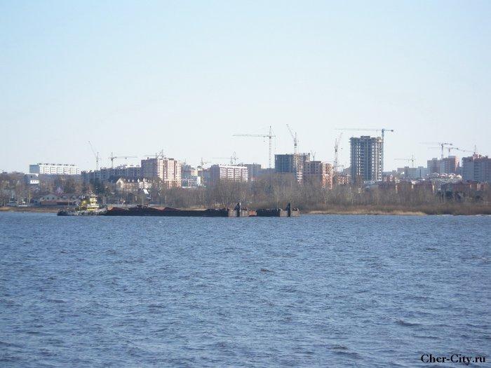 106 и 105 мкр с противоположного берега Шексны