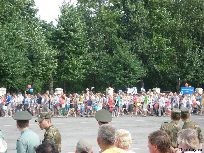 Марш поколений металлургов, колонна на площади