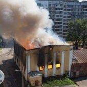 Пожар в бывшей спортивной школе, дым