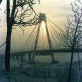 Октябрьский мост зимой